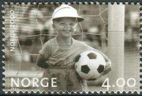 (1999) MiNr. 1328 ** - Norsko - Milénium (II): Mladý fotbalista (1981)